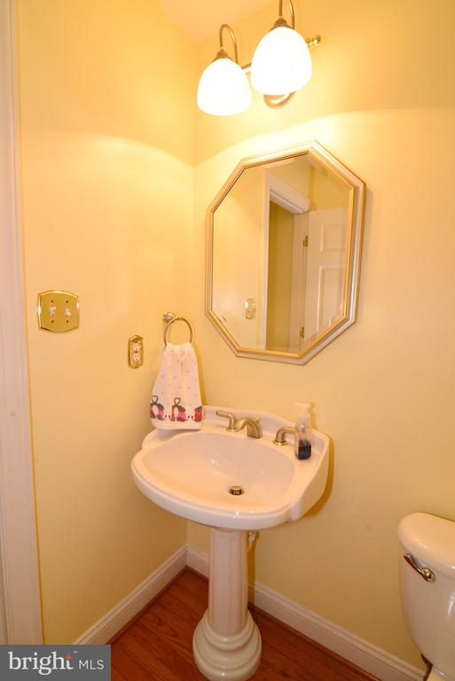 Main level powder room. - 1517 BROOKDALE CT, WINCHESTER