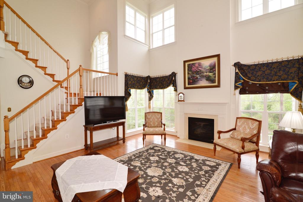 Great room with cathedral ceilings! - 1517 BROOKDALE CT, WINCHESTER