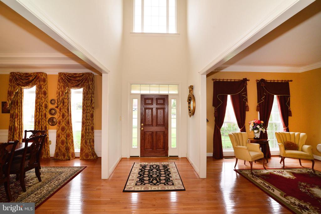 Grand Foyer! - 1517 BROOKDALE CT, WINCHESTER