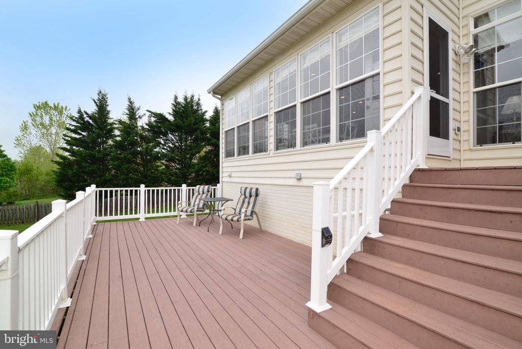 Private deck built not to obstruct views! - 1517 BROOKDALE CT, WINCHESTER