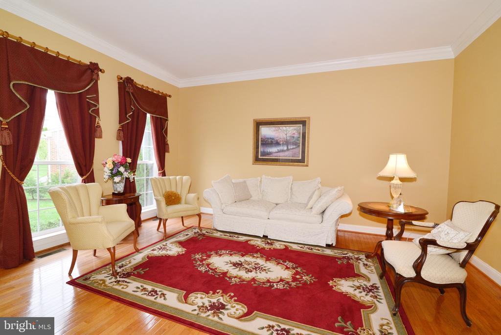 Formal LR with lots of natural light! - 1517 BROOKDALE CT, WINCHESTER