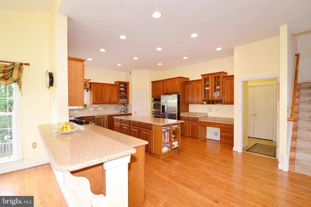 Room, room and more room to entertain! - 1517 BROOKDALE CT, WINCHESTER