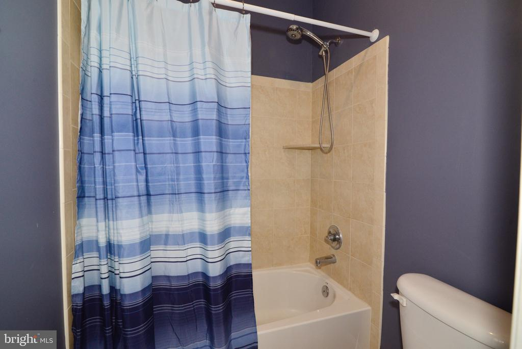 Private shower in guest bed #3 - 1517 BROOKDALE CT, WINCHESTER