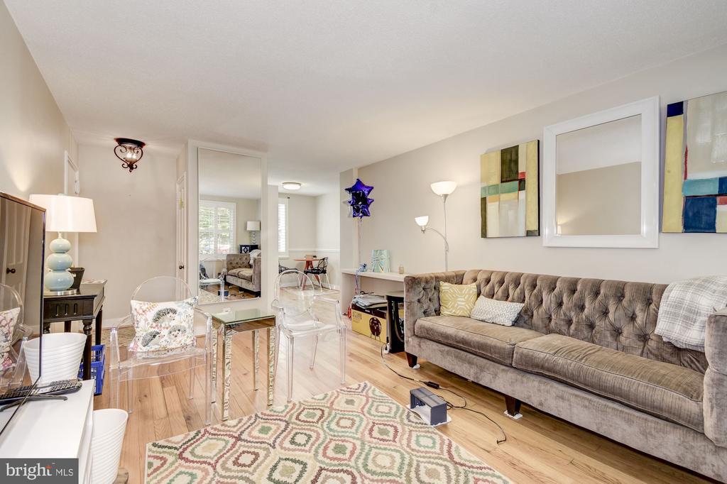 Spacious living room - 4317 36TH ST S #A2, ARLINGTON