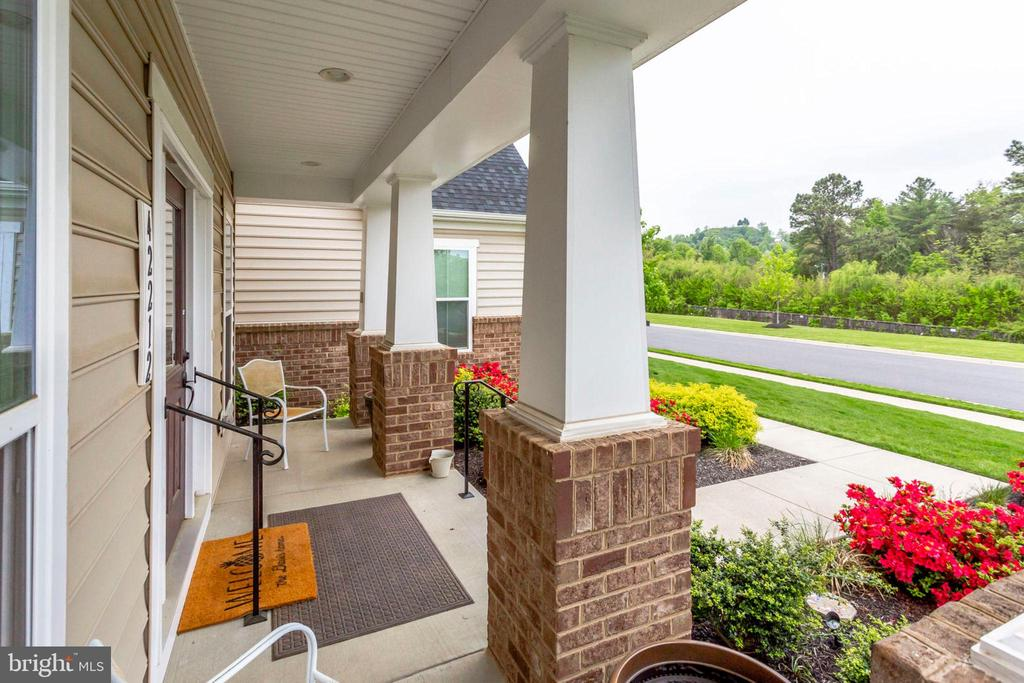Quaint Front Porch - 42212 MADTURKEY RUN PL, CHANTILLY