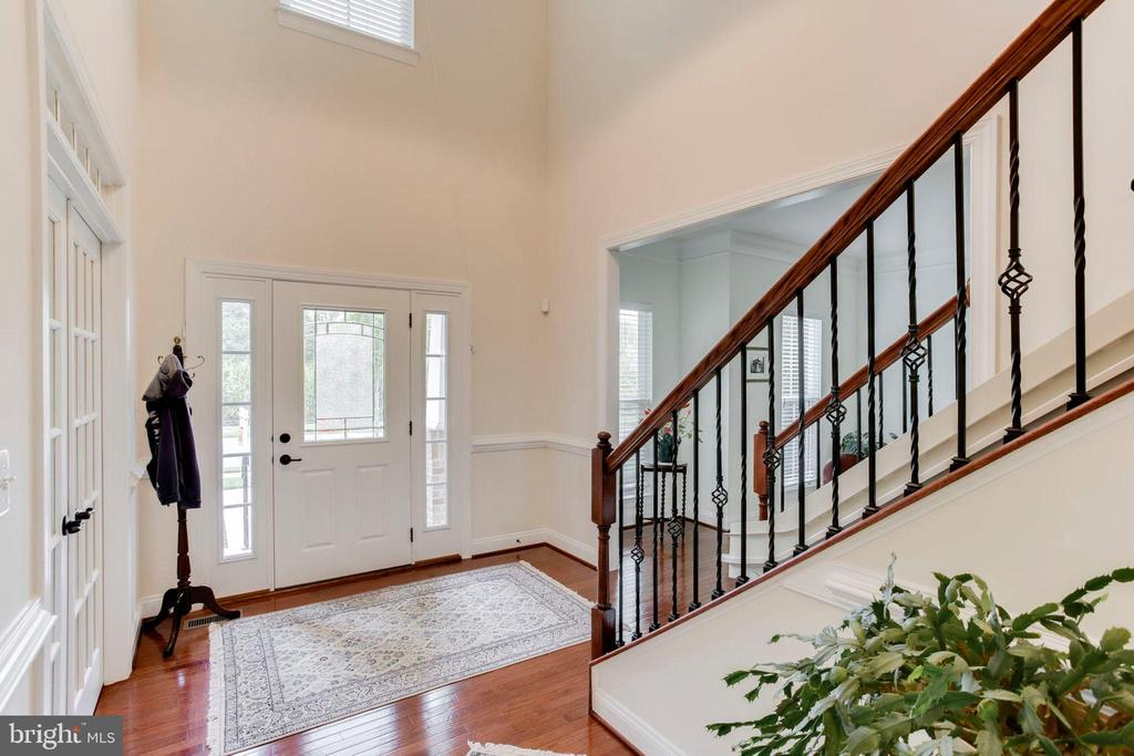 Spacious, Two-Story Foyer - 42212 MADTURKEY RUN PL, CHANTILLY