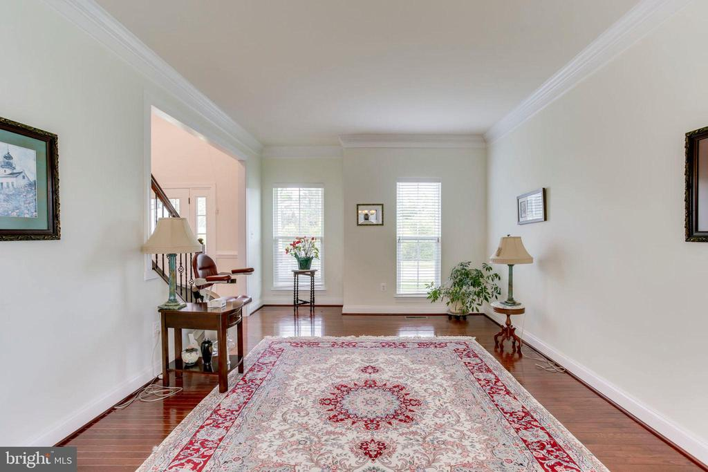 Gleaming hardwood floors throughout main level - 42212 MADTURKEY RUN PL, CHANTILLY