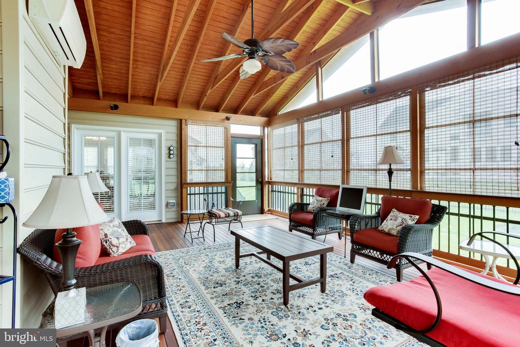 Climate controlled screened porch w/mahogany floor - 42212 MADTURKEY RUN PL, CHANTILLY
