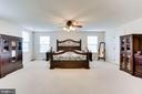Large Owner's Suite w/two walk-in closets - 42212 MADTURKEY RUN PL, CHANTILLY