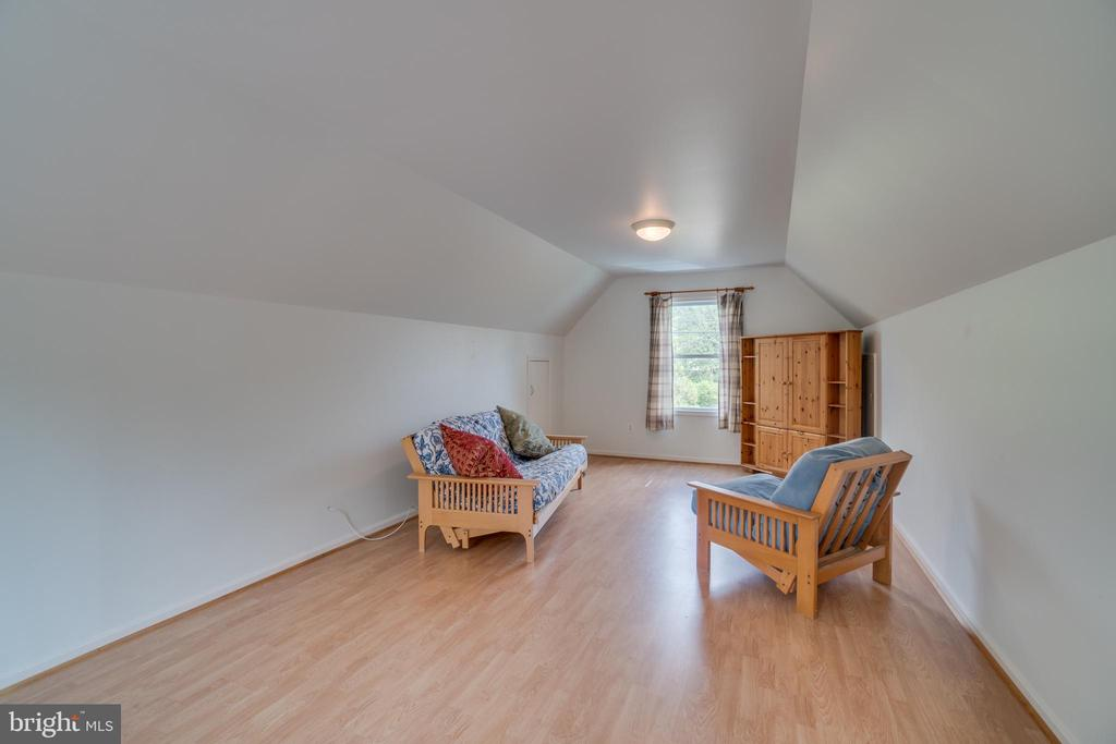 Room Above the Garage - 20149 BROAD RUN DR, STERLING