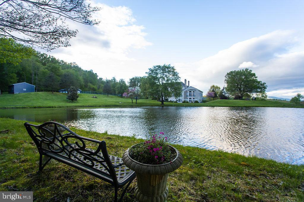 The Perfect Spot to Relax and Enjoy Natures Beauty - 36585 SAWMILL LN, PURCELLVILLE