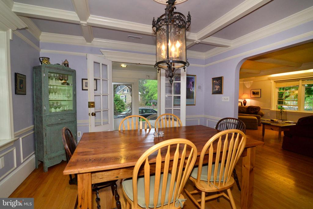 DINING ROOM OPENS TO SCREENED PORCH - 604 W MARKET ST, LEESBURG