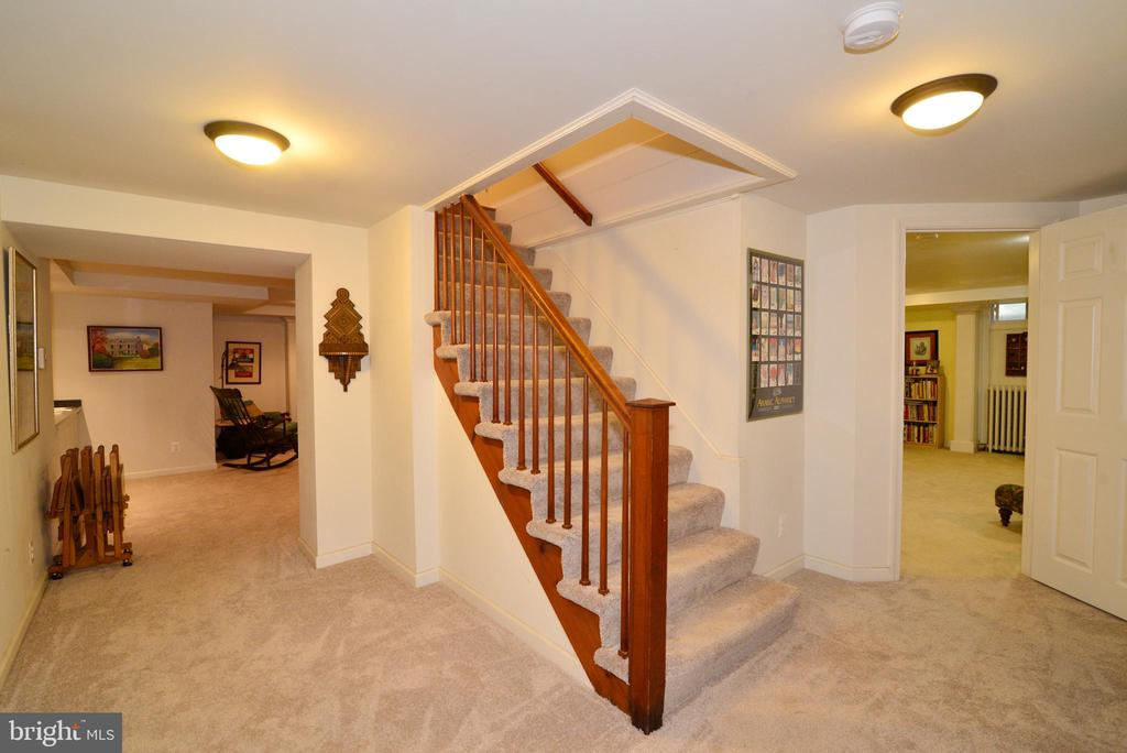 STAIRS TO LOWER LEVEL - 604 W MARKET ST, LEESBURG