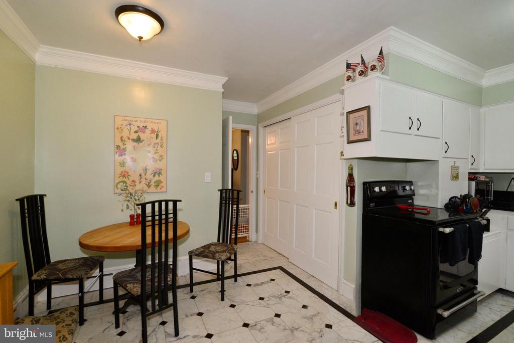 PANTRY FOR STORAGE &MORE - 604 W MARKET ST, LEESBURG