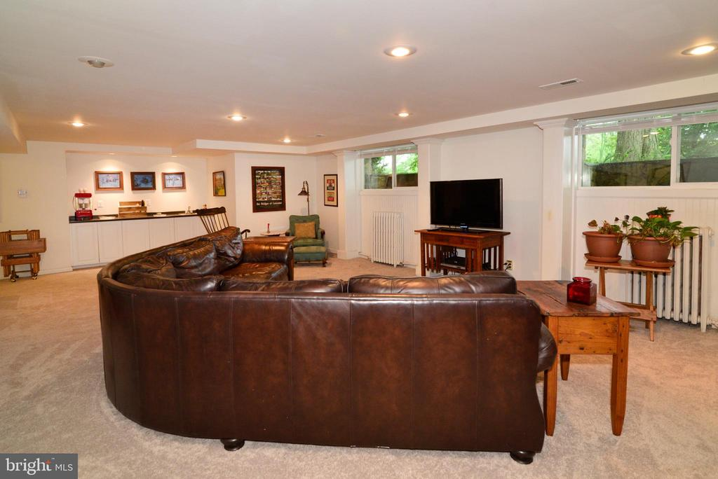 LIGHT SPILLS IN TO THE LOWER LEVEL REC ROOM - 604 W MARKET ST, LEESBURG