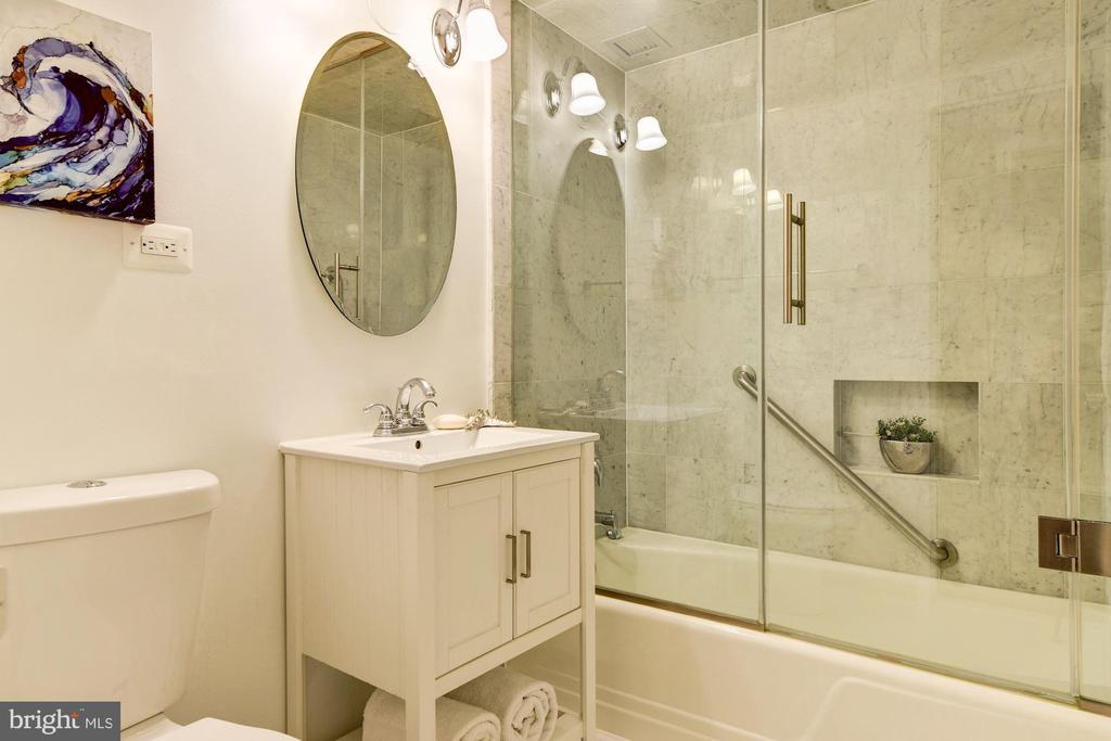 Master bath fully renovated - 2801 NEW MEXICO AVE NW #712, WASHINGTON