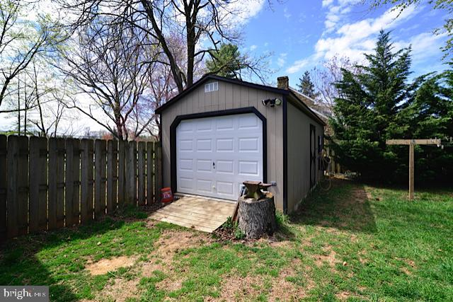 OVER-SIZED SHED - 604 W MARKET ST, LEESBURG