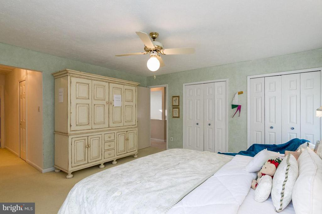 4 closets in this Master - 6109 GLEN OAKS CT, SPRINGFIELD