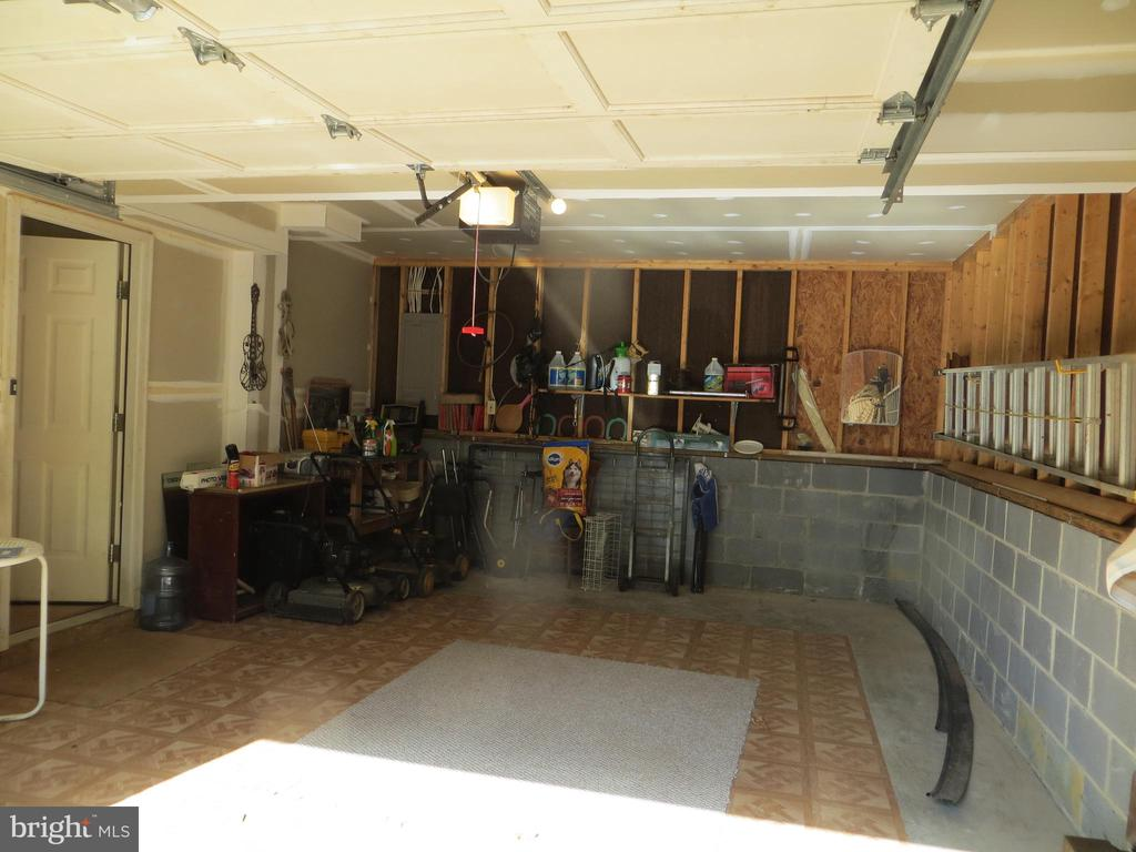 Garage under Master Bedroom - 4021 LAKEVIEW PKWY, LOCUST GROVE
