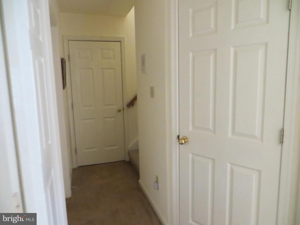 Hallway to lower bedrooms - 4021 LAKEVIEW PKWY, LOCUST GROVE