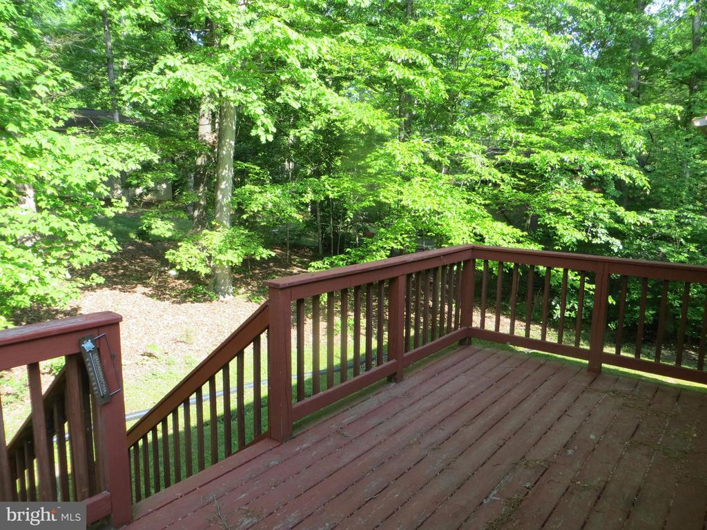 'treehouse' deck - 4021 LAKEVIEW PKWY, LOCUST GROVE