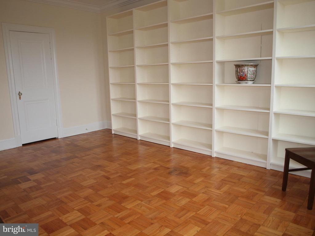 Bedroom or library - 4000 CATHEDRAL AVE NW #806B, WASHINGTON