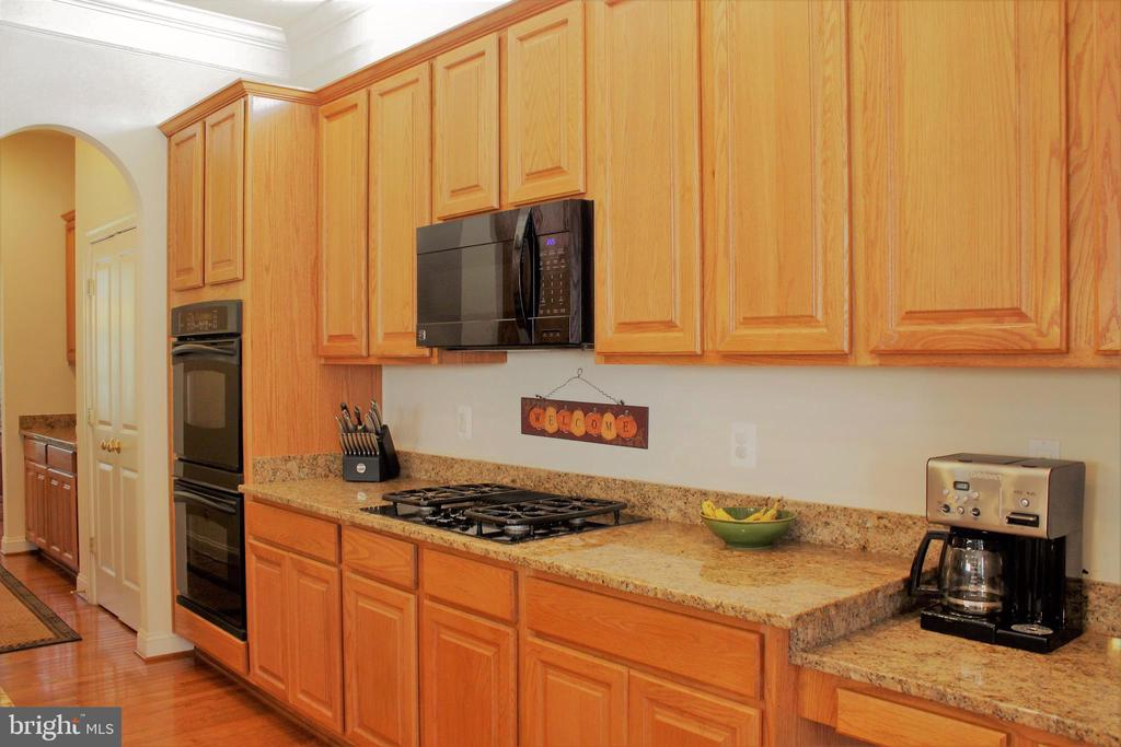 Bake up a storm  W/double ovens & gas stovetop. - 22791 VICKERY PARK DR, BRAMBLETON