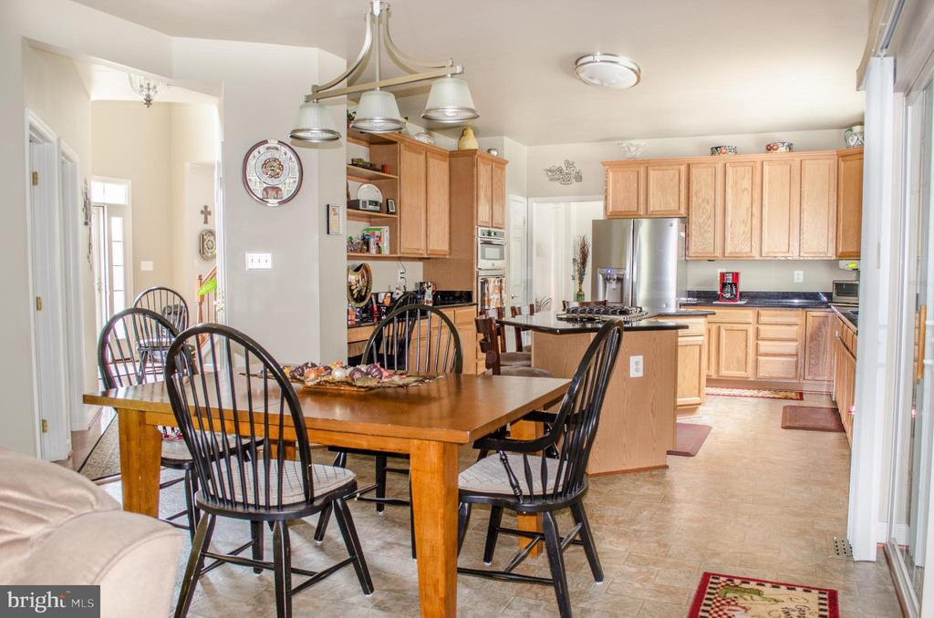 Large kitchen and eating area - 1808 GREYSENS FERRY CT, POINT OF ROCKS