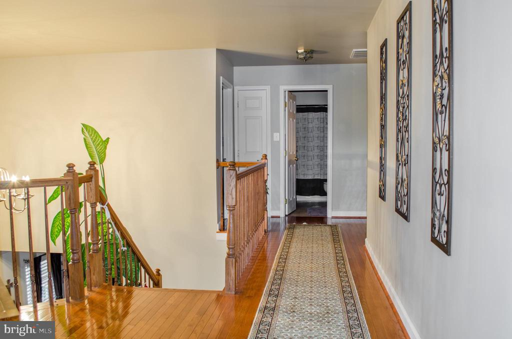 Hardwood in the hallway - 1808 GREYSENS FERRY CT, POINT OF ROCKS
