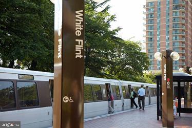 White Flint Metro - 5802 NICHOLSON LN #2-L02, ROCKVILLE