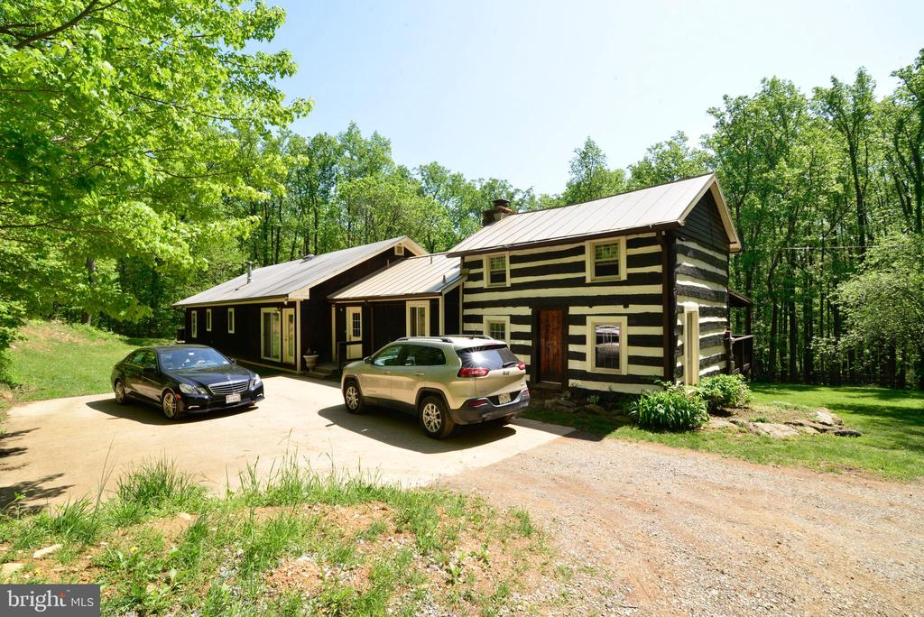 THE ORIGINAL LOG HOME DATES TO 1790! - 37730 LONG LN, LOVETTSVILLE