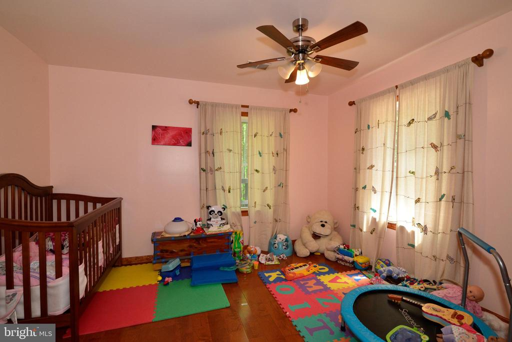 CHILD'S ROOM - 37730 LONG LN, LOVETTSVILLE