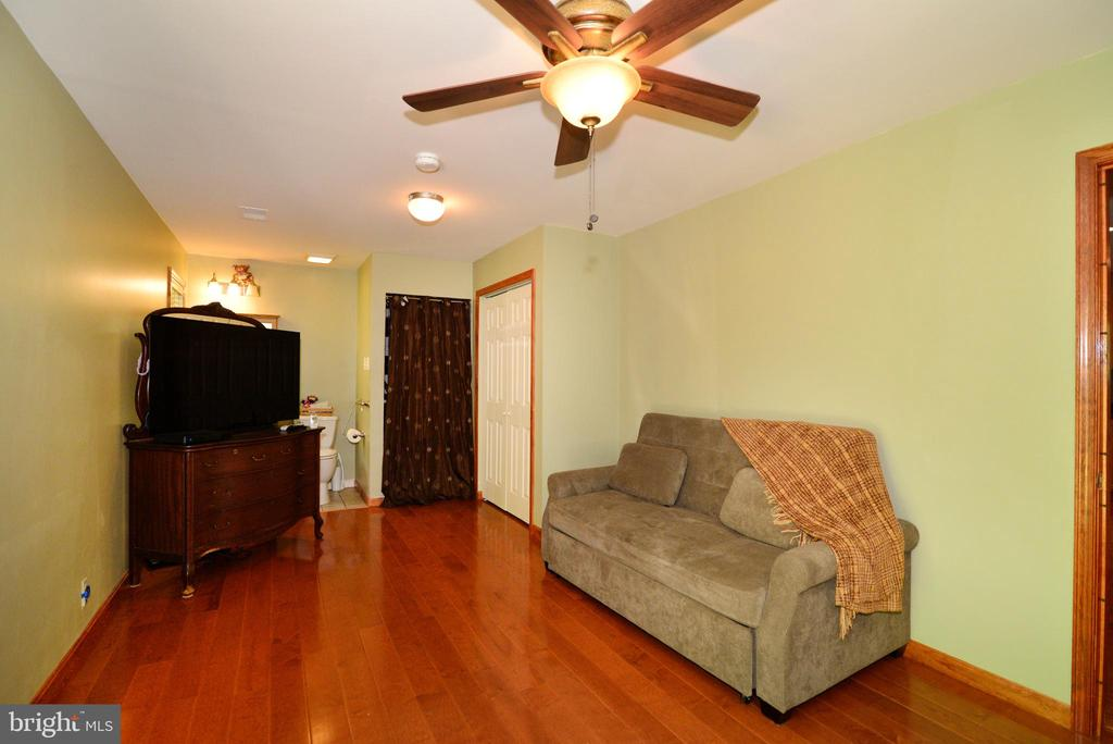 GUEST ROOM - 37730 LONG LN, LOVETTSVILLE