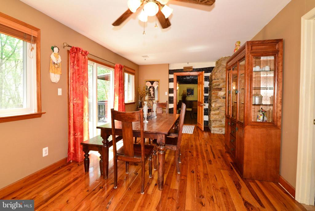 DINING ROOM ADJOINS THE LOG PORTION OF HOUSE - 37730 LONG LN, LOVETTSVILLE