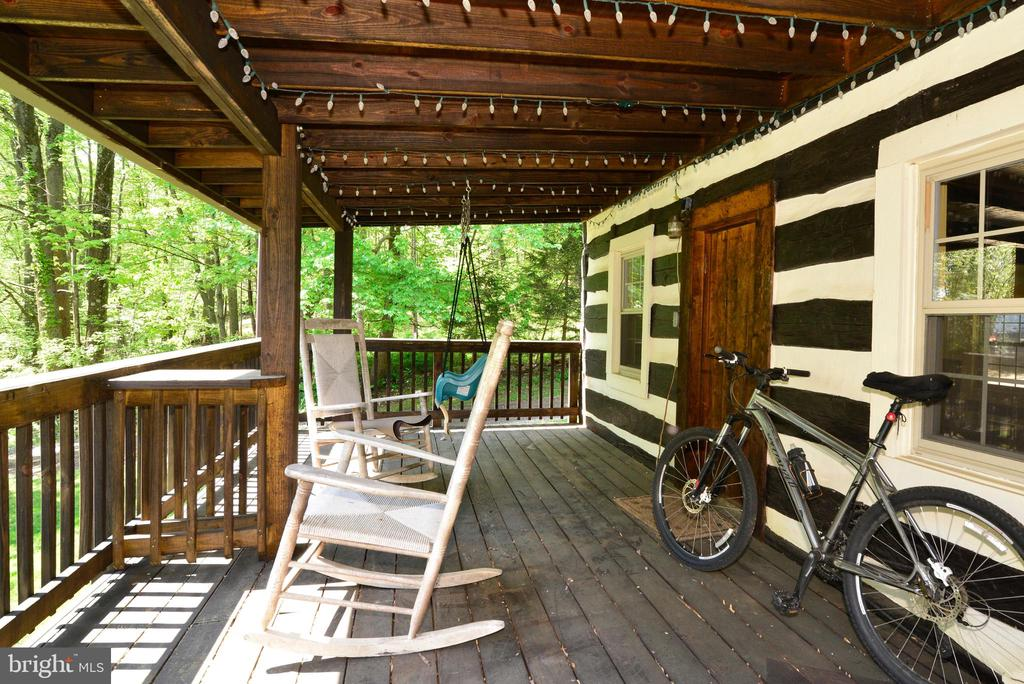 COVERED PORTION OF THE GIGANTIC DECK - 37730 LONG LN, LOVETTSVILLE