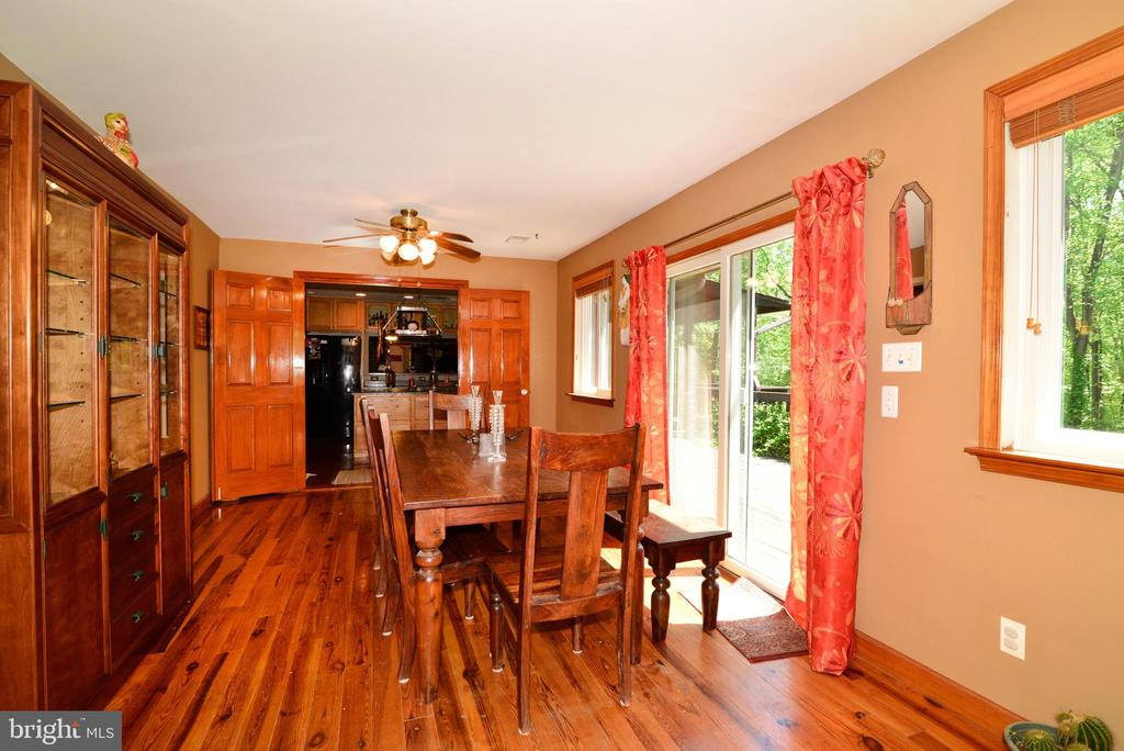 DINING ROOM WITH DOORS OPENING TO THE DECK - 37730 LONG LN, LOVETTSVILLE