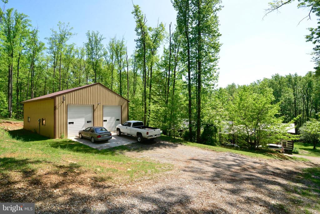 A CAR ENTHUSIASTS DREAM & REALITY - 37730 LONG LN, LOVETTSVILLE