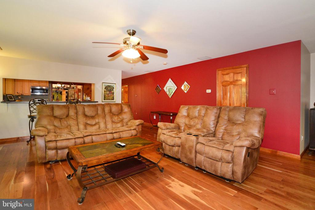 LIVING ROOM LOOKS OUT TO DECK - 37730 LONG LN, LOVETTSVILLE