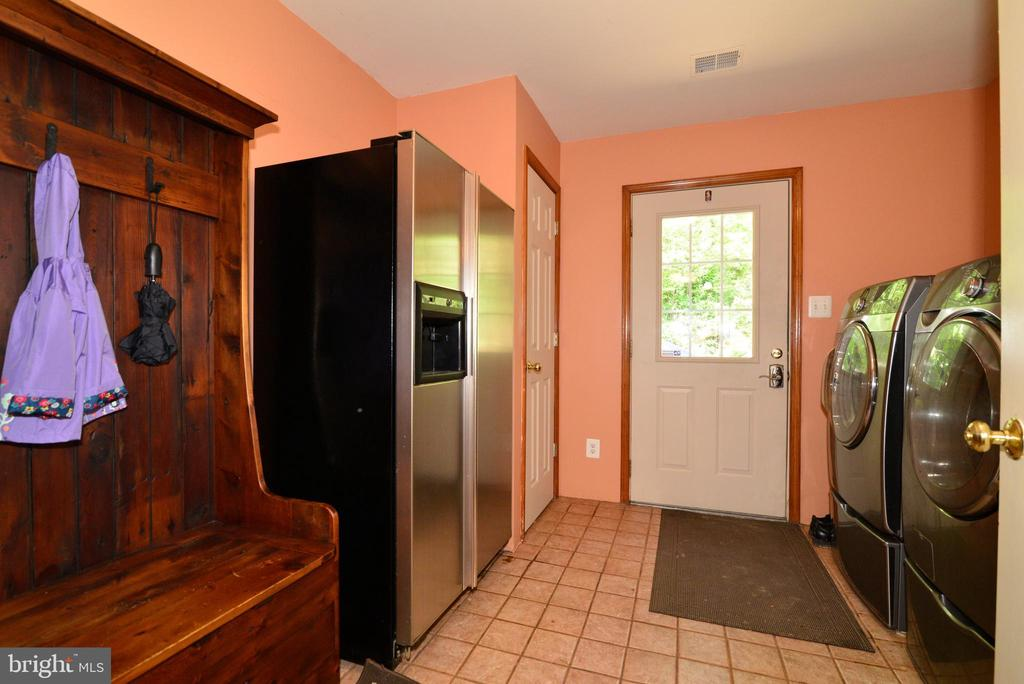 MUD/LAUNDRY ROOM WITH WASHER/DRYER - 37730 LONG LN, LOVETTSVILLE