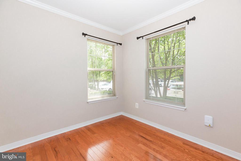 DINING AREA WITH PLENTY OF LIGHT! - 1714 ABERCROMBY CT #B, RESTON