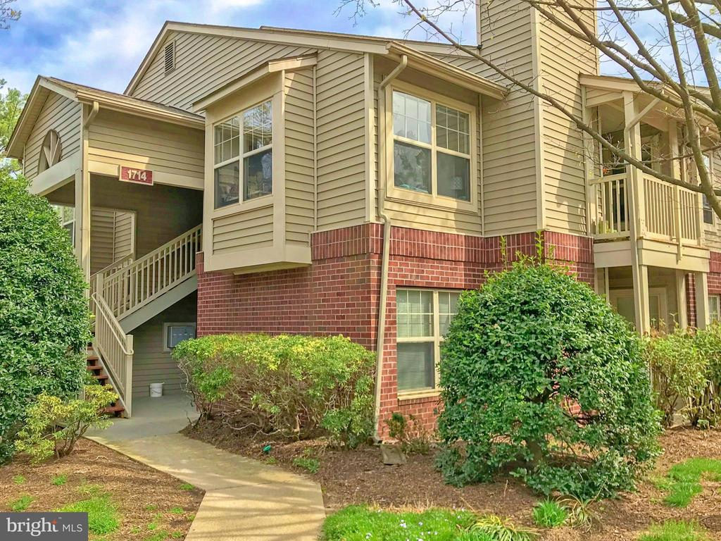 GROUND LEVEL PRIVATE ENTRY - 1714 ABERCROMBY CT #B, RESTON