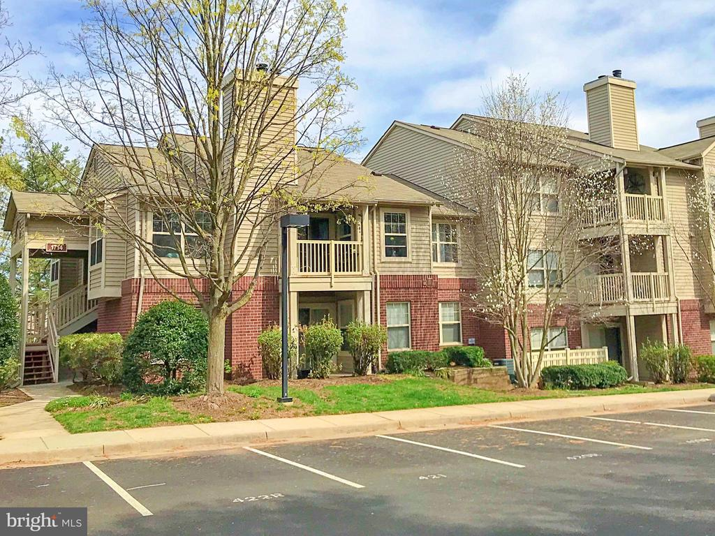 CORNER PARKING SPOT IN FRONT INCLUDED - 1714 ABERCROMBY CT #B, RESTON