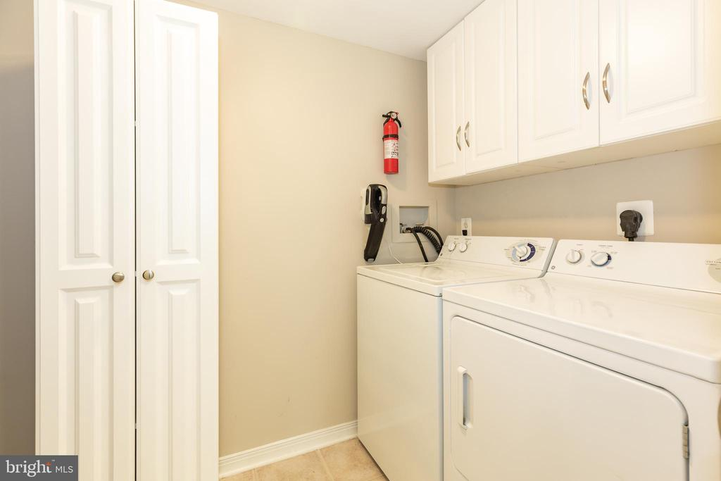 SEPARATE LAUNDY AND UTILITY ROOM W/ EXTRA CABINETS - 1714 ABERCROMBY CT #B, RESTON