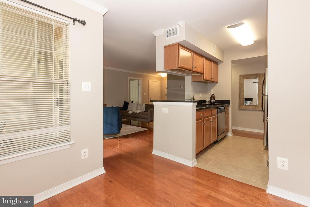 DINING SPACE OPEN TO KITCHEN - 1714 ABERCROMBY CT #B, RESTON