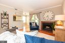LIVING ROOM W/ ACCCESS TO PATIO - 1714 ABERCROMBY CT #B, RESTON