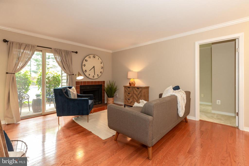 NOTICE THE HARDWOOD FLOORS AND CROWN MOLDING - 1714 ABERCROMBY CT #B, RESTON
