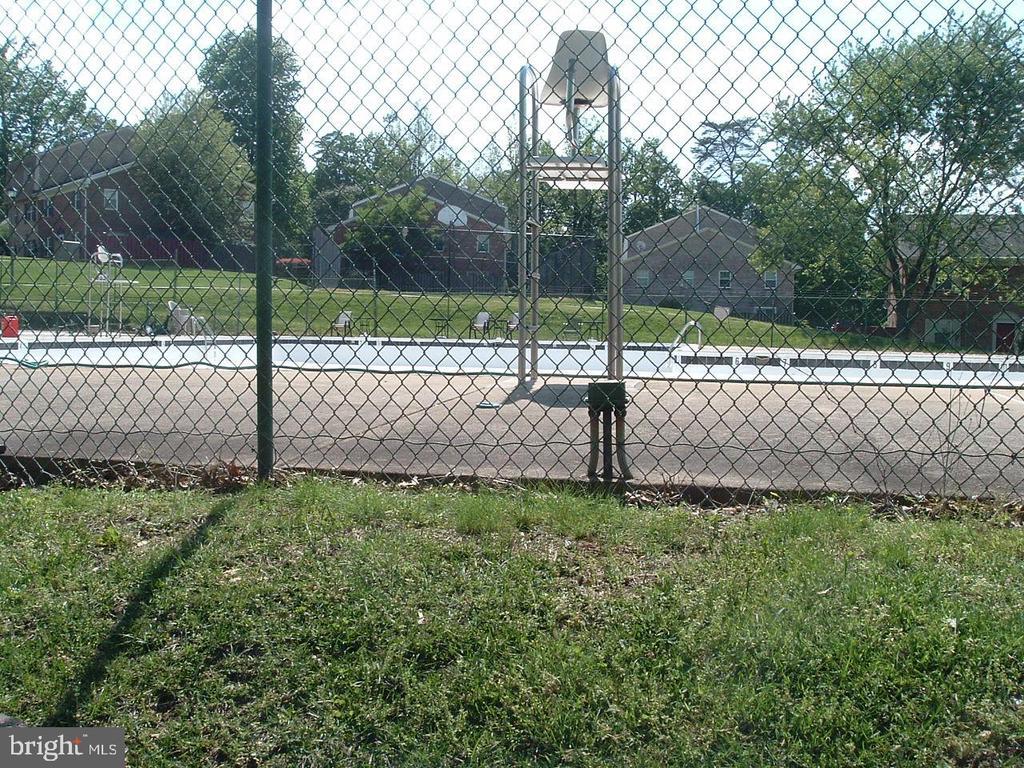 Lifeguard on site - 9746 HAGEL CIR #E, LORTON
