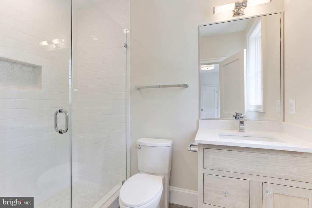 Bathrm 2 - 1422 HERNDON ST N, ARLINGTON