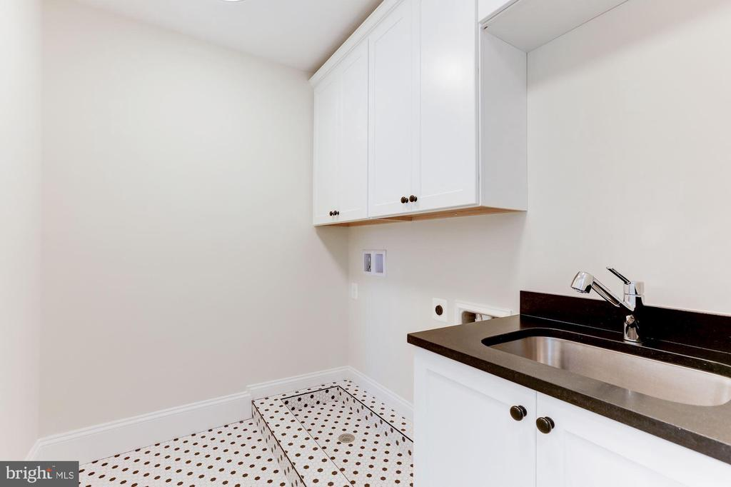 Upper lvl laundry room - 1422 HERNDON ST N, ARLINGTON