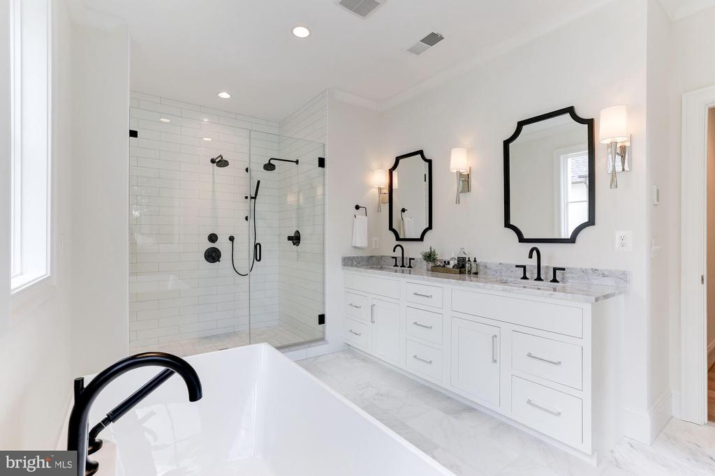 Master Bathroom with Heated Tile - 1422 HERNDON ST N, ARLINGTON